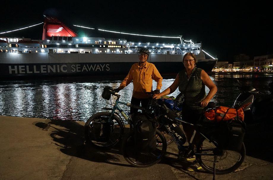 Unsere Fähre von Chios nach Piräus läuft ein   -   our ferry from Chios to Piräus arrives
